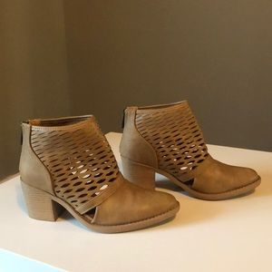 Quipid Tan 6.5 Perforated Ankle Boots Block Heel